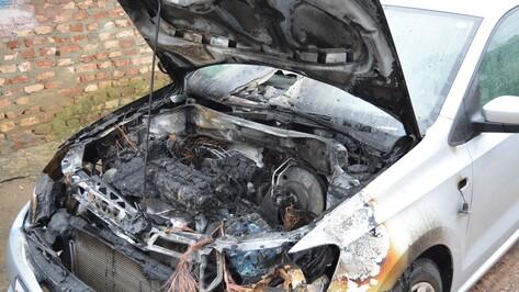 В Богучарском районе сгорела иномарка