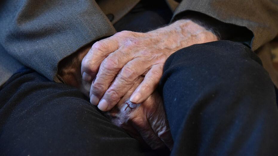 В Воронежской области 93-летнего старика открыто ограбили на рынке