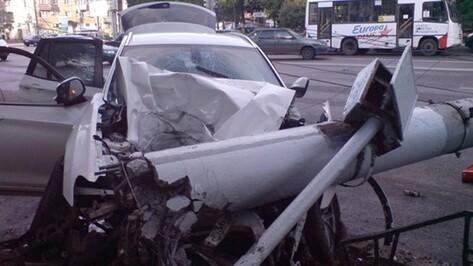 На Московском проспекте BMW врезался в столб