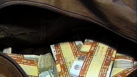 В Воронеже полицейский, пойманный при получении взятки в 500 тысяч рублей, стал фигурантом уголовного дела