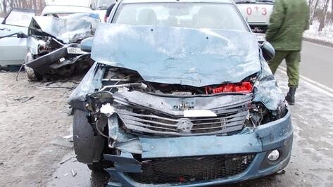 В Воронежской области в массовом ДТП на трассе пострадали 4 человека