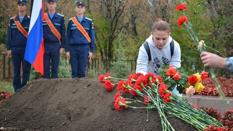 В селе Семилуки перезахоронили погибшего в 1943 году солдата