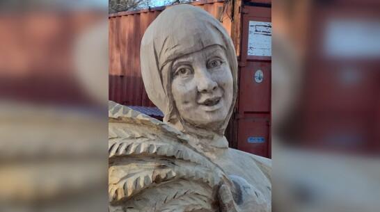 Нововоронежская Аленка вдохновила мастера-резчика на создание деревянного аналога