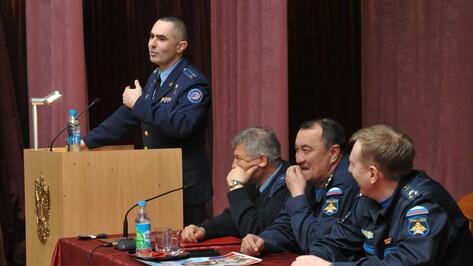 Воронежские офицеры расспросили космонавта Тарелкина о мужском одиночестве на МКС