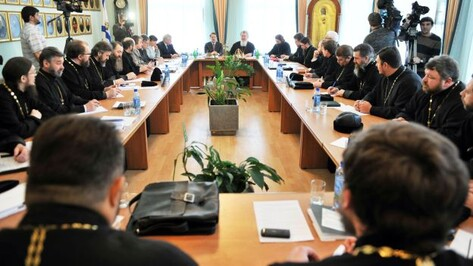 Губернатор обсудил с духовенством проблемы усыновления детей