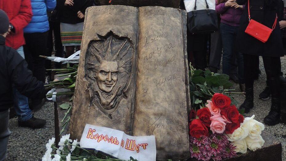 Фанаты оплатят благоустройство территории у памятника Михаилу Горшеневу в Воронеже