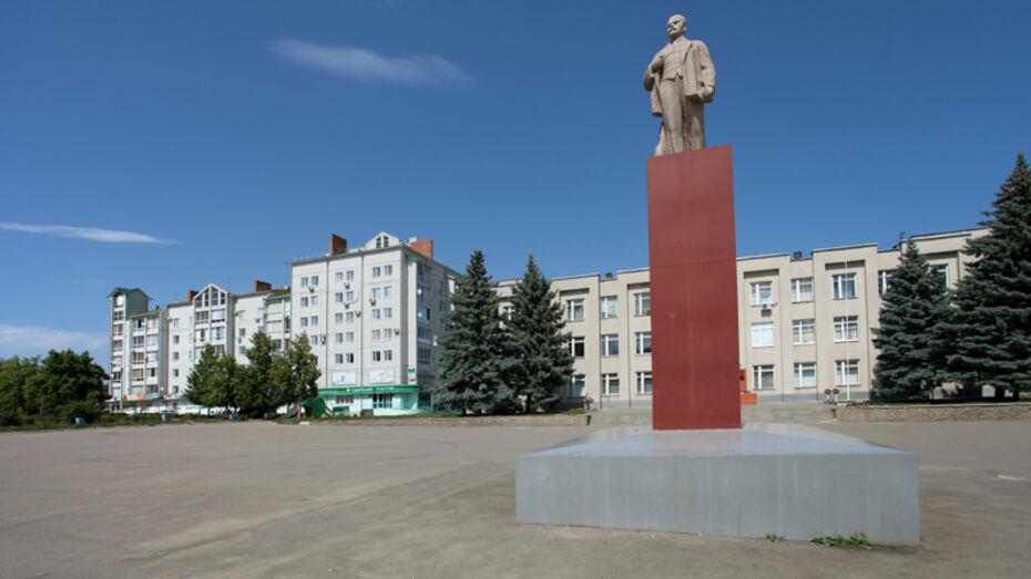 Коммунисты призвали воронежцев засыпать памятники Ленину красными гвоздиками