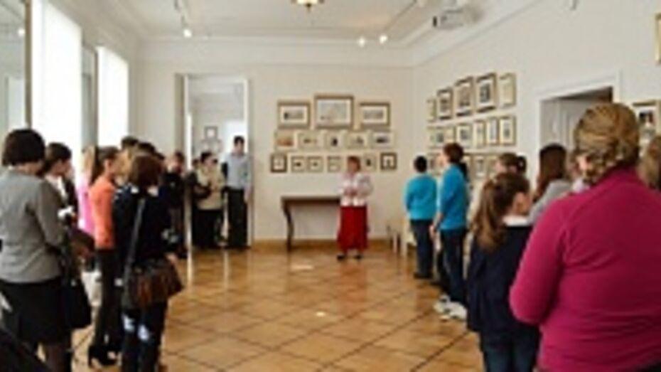 В доме-музее Дмитрия Веневитинова открылась выставка иллюстраций к роману Александра Пушкина «Евгений Онегин»