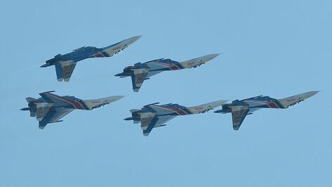 На открытии конкурса «Авиадартс 2014» под Воронежем асы показали фигуры высшего пилотажа