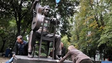 Воронежцы наденут свитер на памятник Владимиру Высоцкому
