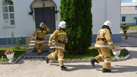 Добровольная пожарная команда монастыря в Лискинском районе впервые потушила огонь