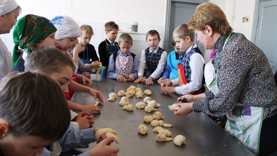 В Петропавловке испекли более 200 жаворонков