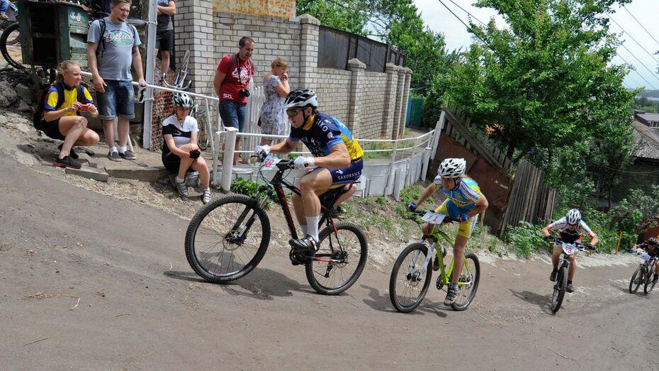 Воронежцев попросили о помощи в уборке улицы перед велогонкой