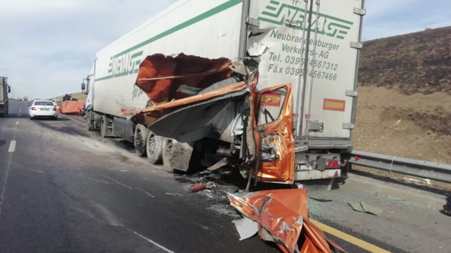 Авария с фурой и «Газелью» спровоцировала пробку на трассе М-4 в Воронежской области