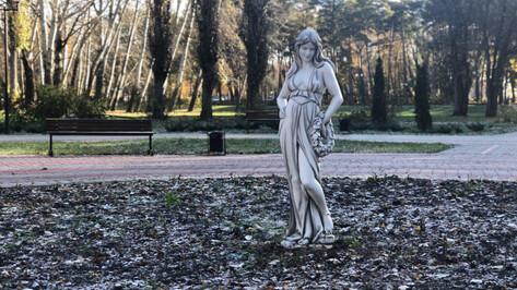 Губернатор оценил реконструкцию старинного парка в Воронежской области