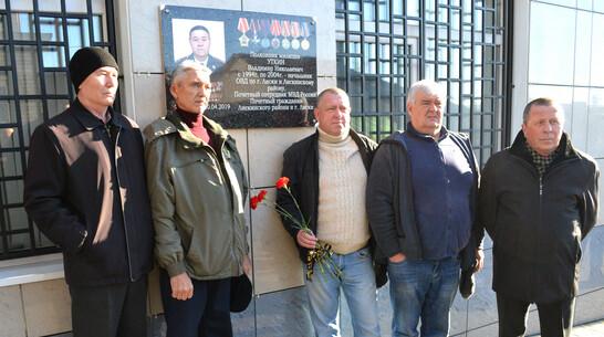 Мемориальную доску бывшему начальнику милиции Владимиру Уткину открыли в Лисках