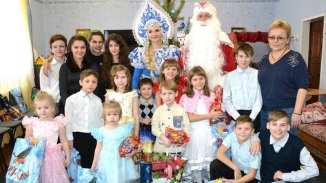 Лискинские журналисты провели благотворительную акцию «Волшебство под  Рождество»