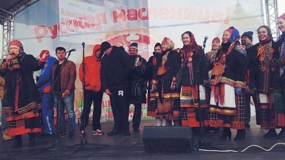 Воронежцы проводят Масленицу народными песнями