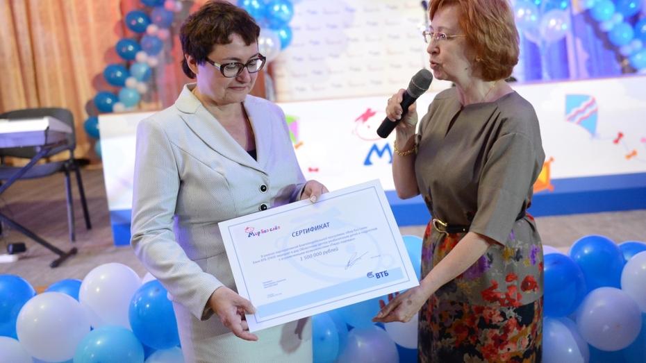 Воронежский «Парус надежды» получил 1,5 млн рублей на аппарат для коррекции движений