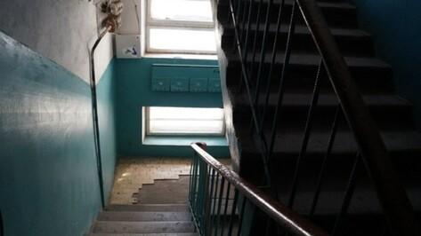 В Воронеже рецидивист спрятал наркотики в подъезде многоэтажки