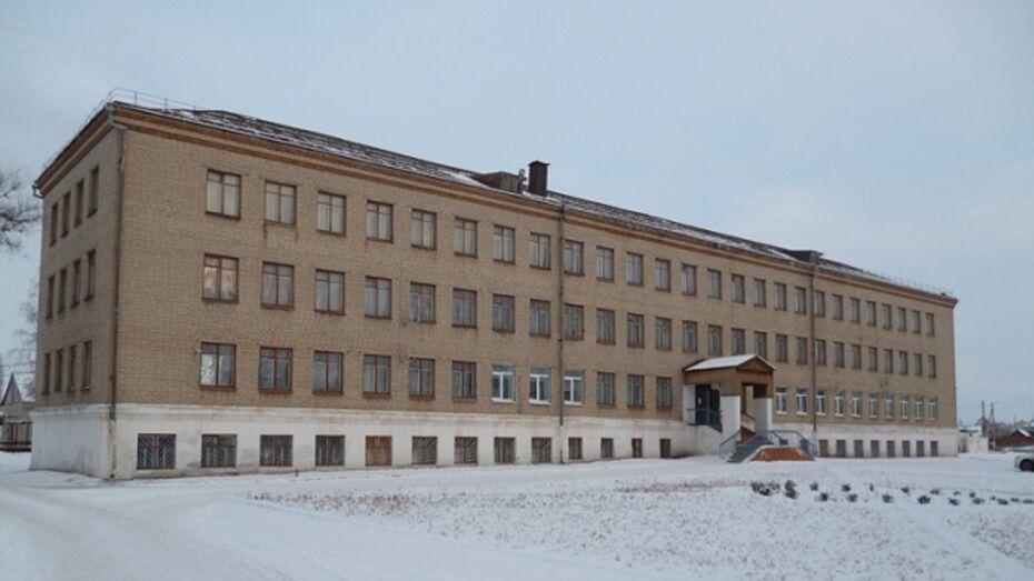 В Таловой воспитанник школы-интерната выпал из окна
