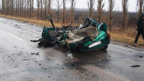 В Воронежской области Mazda врезалась в «КАМАЗ»: водитель иномарки погиб
