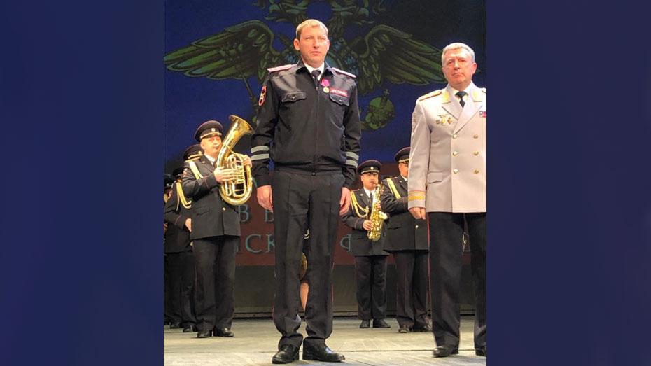 Инспектора ДПС из Богучара наградили государственной медалью