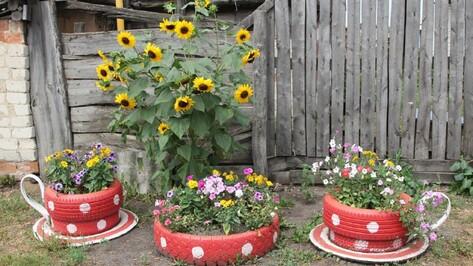 Новохоперец украсил свой двор чайной парой
