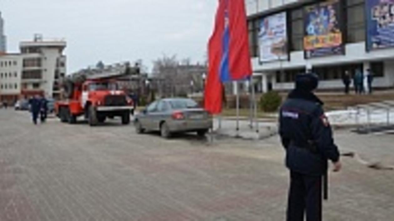 Сцена Воронежского концертного зала загорелась перед торжеством в честь 8 Марта