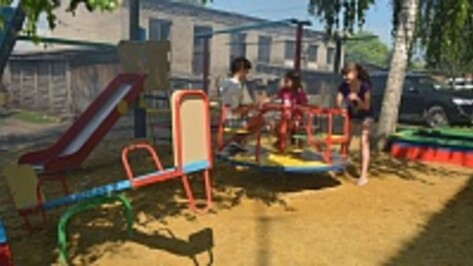 В Нижнедевицке появились две детские площадки