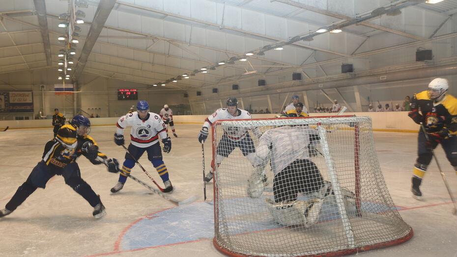 Бобровские хоккеисты сыграли со столичными и региональными журналистами