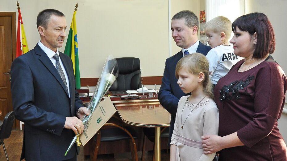 В Бутурлиновском районе 3 семьи получили сертификаты на строительство жилья