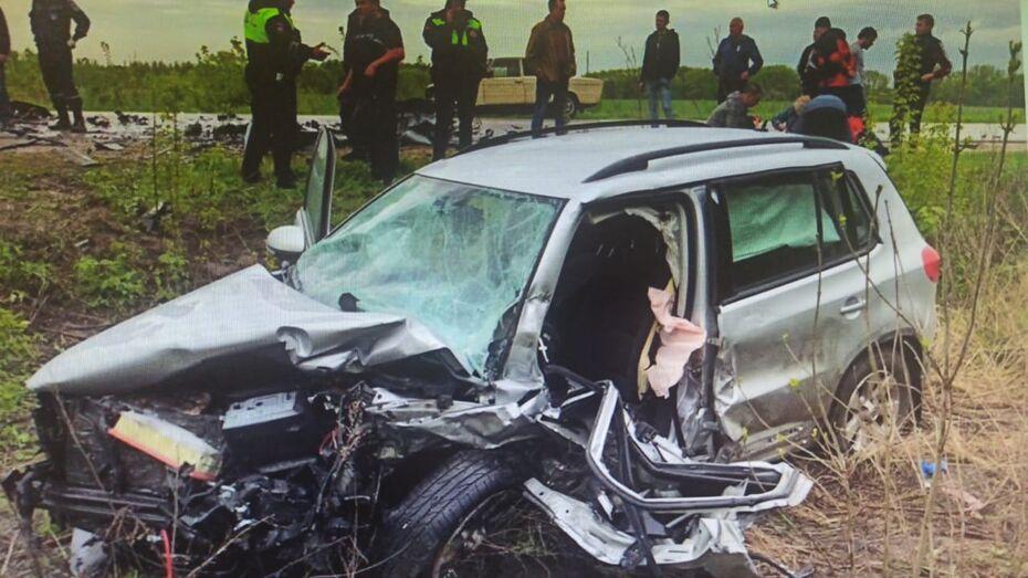 Иномарка и ВАЗ столкнулись под Воронежем: водители погибли
