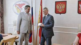 Александр Гусев получил удостоверение кандидата в губернаторы Воронежской области