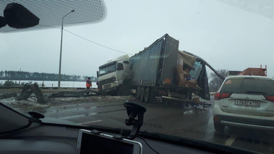 Под Воронежем после столкновения 2 фур на М-4 «Дон» образовалась пробка в 7 км
