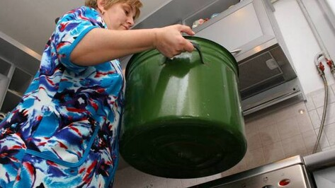 Жители одного из микрорайонов Новой Усмани два месяца живут без горячей воды из-за долгов управляющей компании