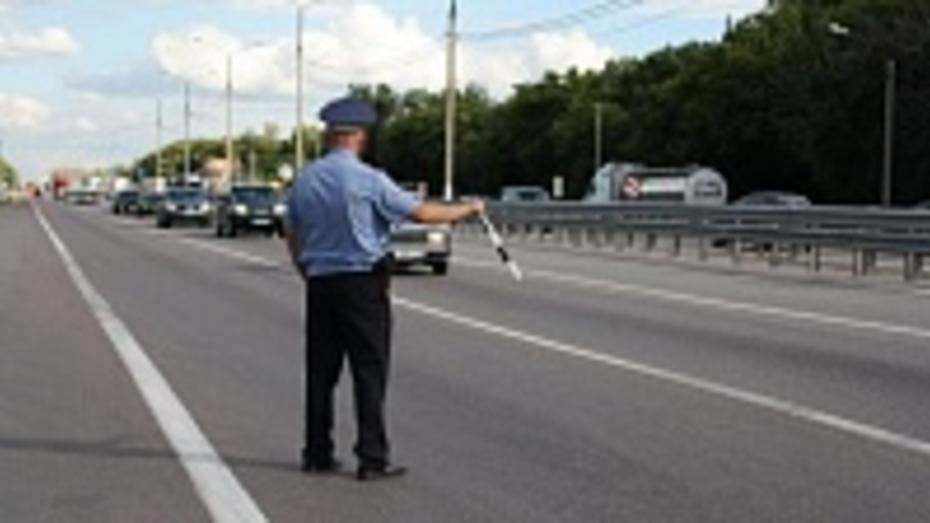 Житель Борисоглебска заплатит 25 тысяч рублей штрафа за попытку дать взятку инспектору ДПС
