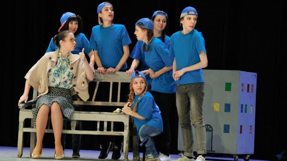 Актеры «Театра равных» попросили воронежцев изучить бабушкины сундуки