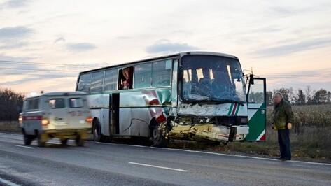 В Воронежской области столкнулись автобус и ВАЗ: один человек погиб