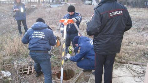 В Воронеже гулявший у парка мужчина провалился в трехметровую трубу