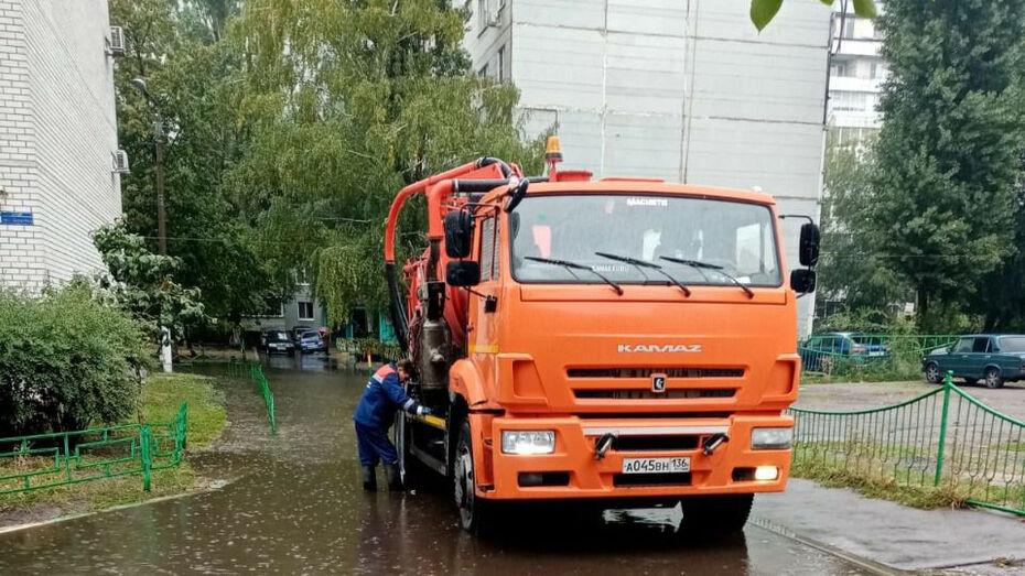 Сильный ливень привел к подтоплению улиц в Воронеже