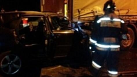 Автоледи на микролитражке разбилась при столкновении с фурой под Воронежем