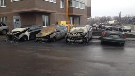 Воронежцы приняли ночной хлопок от горения 5 машин за аварию