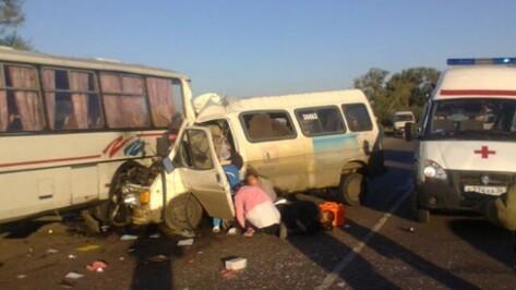 Под Воронежем в аварии пассажирских микроавтобуса и двух «ПАЗов» погибли двое мужчин
