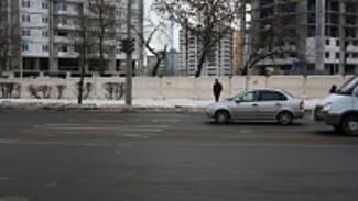 Дорожная среда: Пешеходный переход на пересечении улиц Ворошилова и Бахметьева