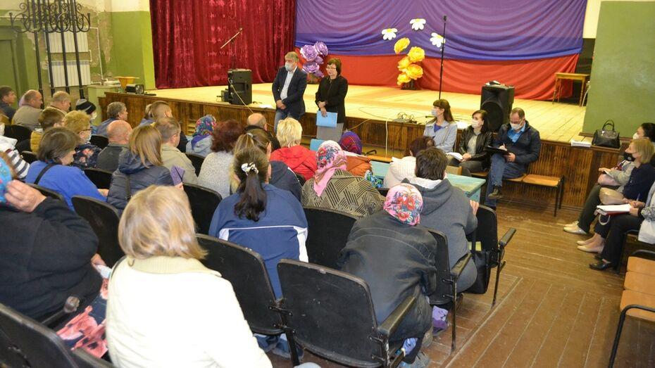 Погорельцам павловской Николаевки помогут оформить документы