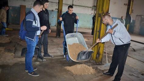 Воронежские музыканты убрались в храме на Придаче перед концертом