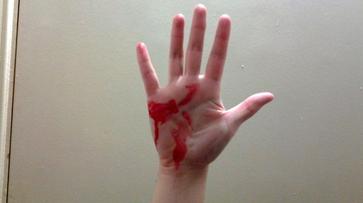 Бизнесмен жестоко избил жену своего должника в Воронежской области