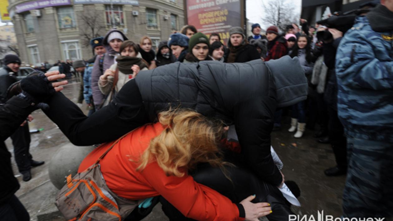 В Воронеже пикет против закона о пропаганде гомосексуализма закончился избиением ЛГБТ-активистов