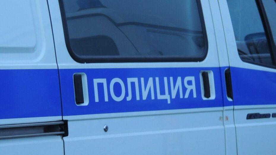 В Воронеже двое парней на буксире украли машину из автосервиса